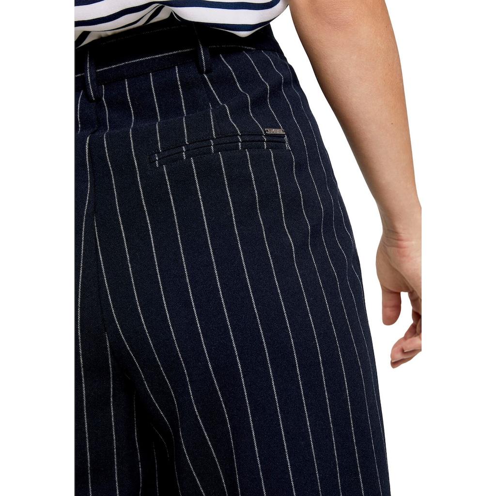 TOM TAILOR Denim Bundfaltenhose, mit modischen Nadelstreifen