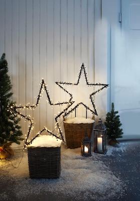 Lichtersterne als Weihnachtsdeko im Außenbereich