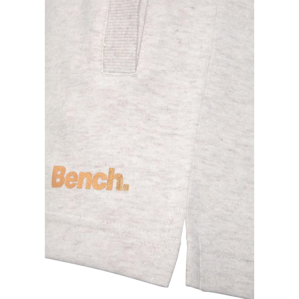 Bench. Relaxshorts, mit kurzen Seitenschlitzen