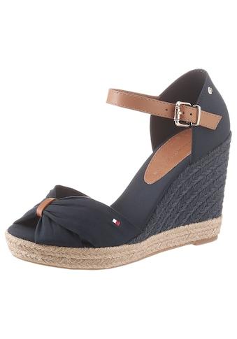 TOMMY HILFIGER High-Heel-Sandalette »BASIC OPENED TOE HIGH WEDGE«, mit dezenter Logostickerei kaufen