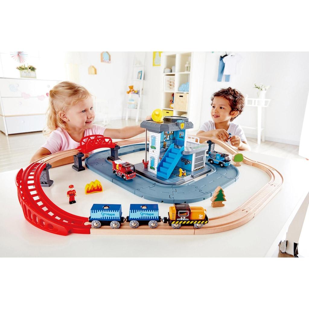 Hape Spielzeug-Eisenbahn »Notfall Hauptquartier«, mit 2 Fahrzeugen mit Licht & Sound