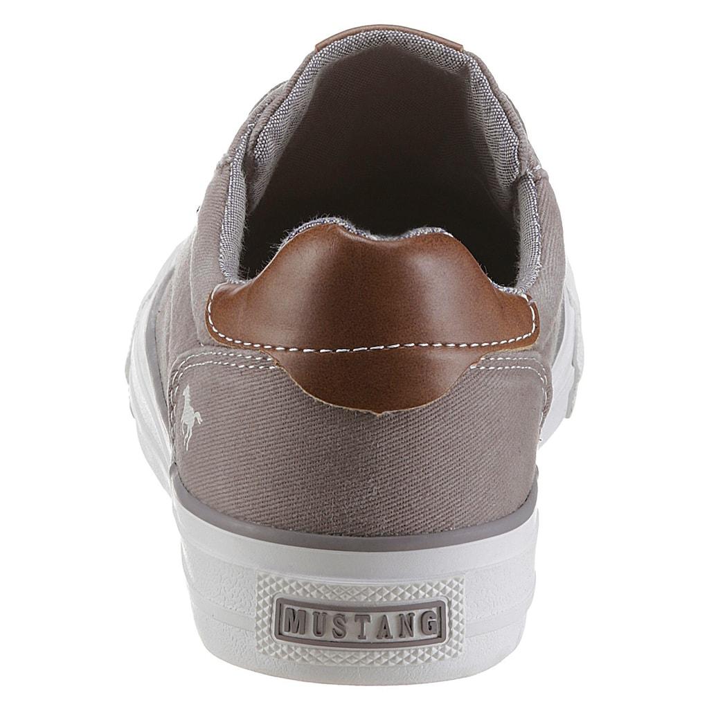 Mustang Shoes Plateausneaker, mit Kontastbesatz an der Ferse