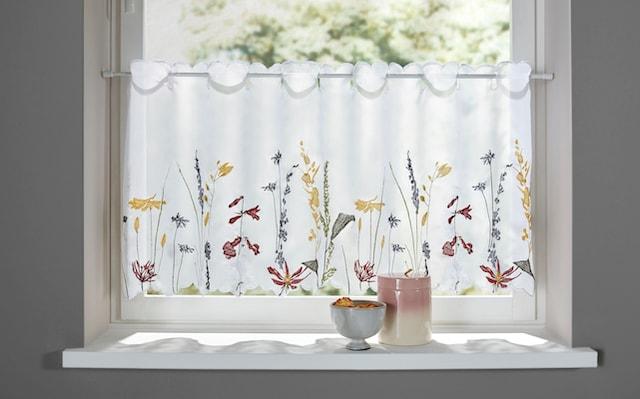 Scheibengardinen mit Blumen
