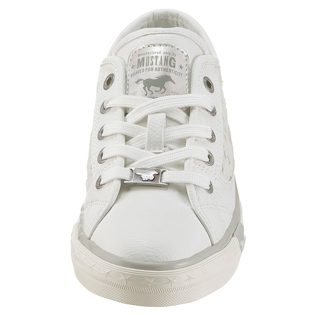 Mustang Shoes Sneaker, mit sommerlicher Blütenapplikation