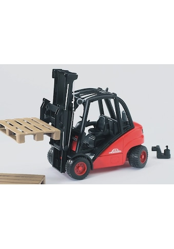 """Bruder® Spielzeug - Gabelstapler """"Linde H30D mit Anhängerkupplung und 2 Paletten"""" kaufen"""