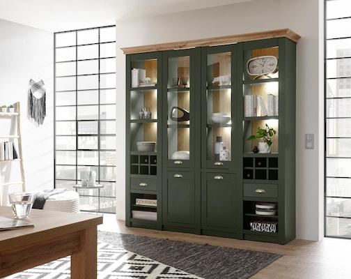 grüner Wohnzimmerschrank im Landhausstil