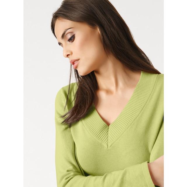 V-Pullover in taillierter Form