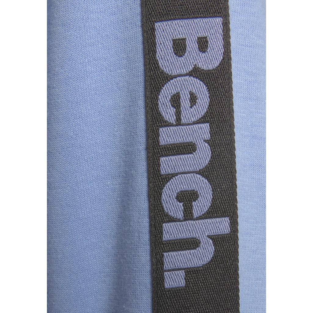 Bench. Kapuzensweatshirt, mit Reißverschluss und regulierbaren Saum