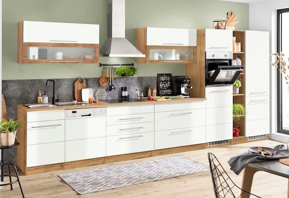 weiße Küchenzeile mit Holzdekor