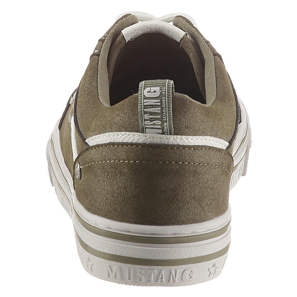 Mustang Shoes Plateausneaker, mit großem Logoschriftzug