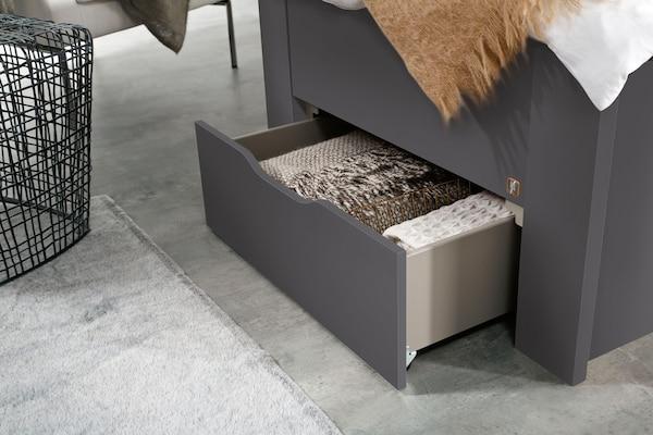 Bett mit Schubfach als Stauraum