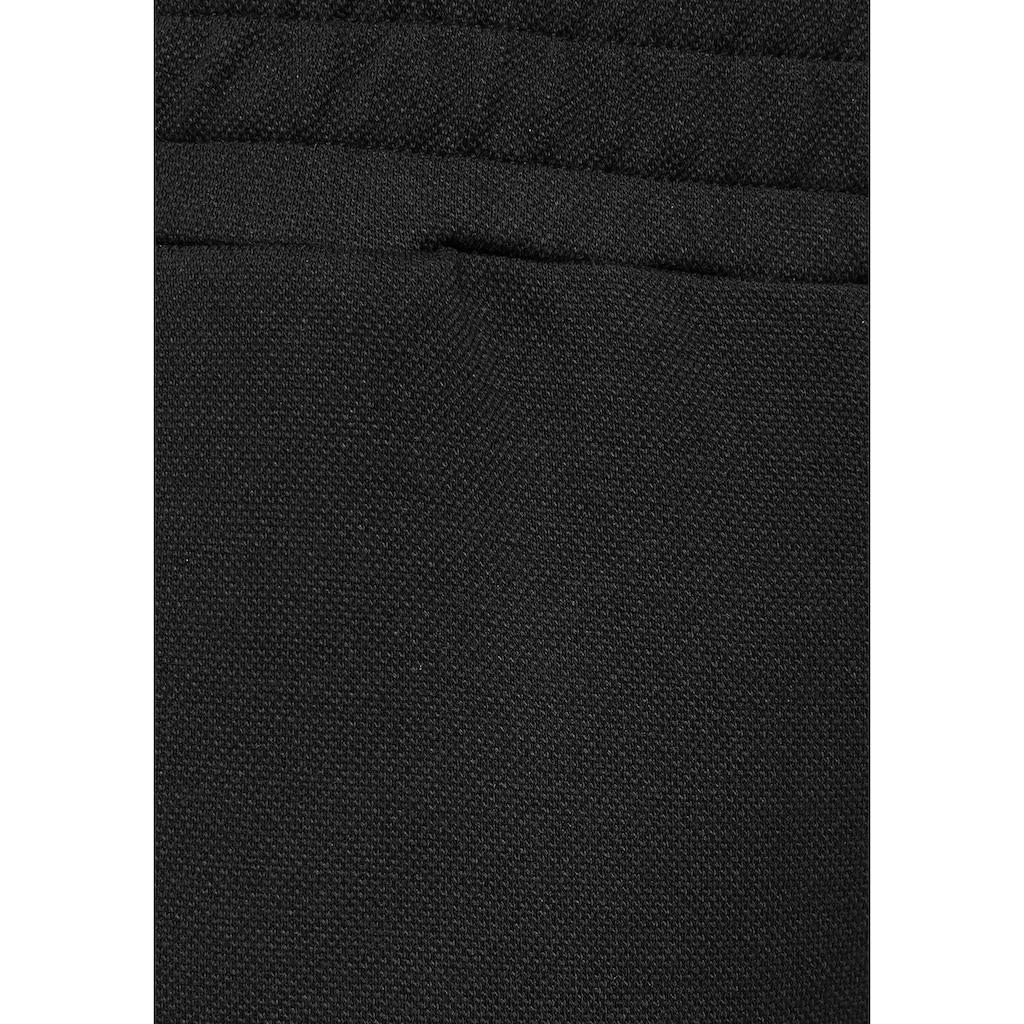 Bench. Relaxhose, aus Piqué mit 3D-Logoschriftzug