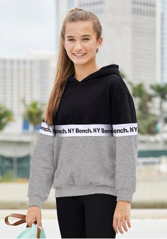 Bench. Kapuzensweatshirt, mit fortlaufendem Logodruck kaufen