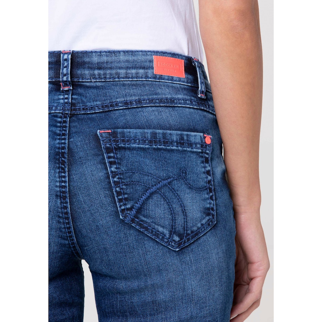 SOCCX Gerade Jeans, mit vielen neonfarbenen Details