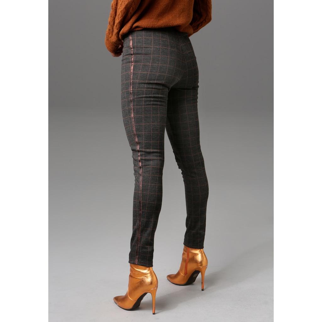 Aniston CASUAL Leggings, mit glitzerndem Tape entlang der Seitennähte - NEUE KOLLEKTION