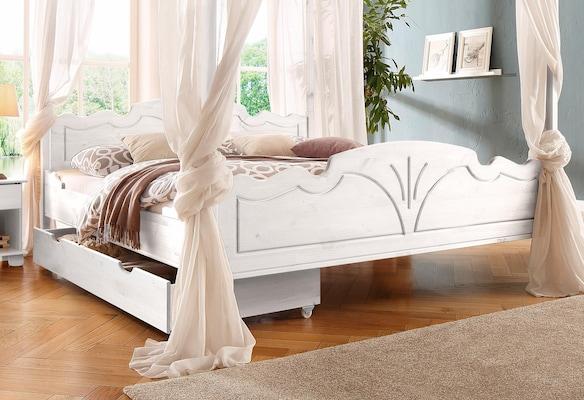 weißes Himmelbett aus Holz