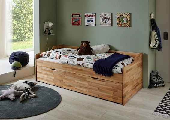 Kojenbett aus hellem Holz