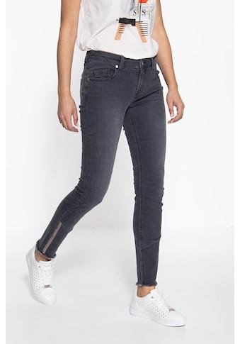 ATT Jeans 5-Pocket-Jeans »Leoni«, mit offenen Saumkanten und Paillettendetails kaufen