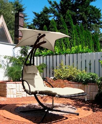 Sonnenliege mit Sonnenschirm