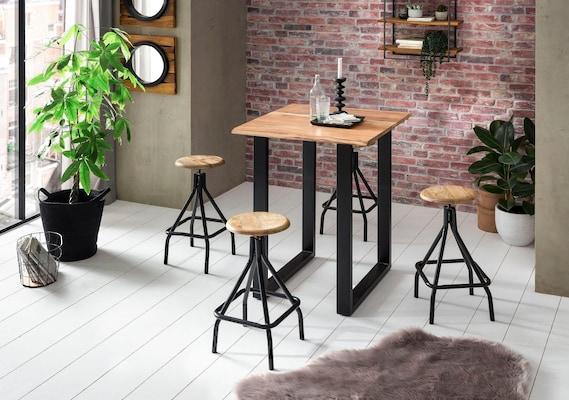 Bartisch mit Barstühlen im Industrial Chic