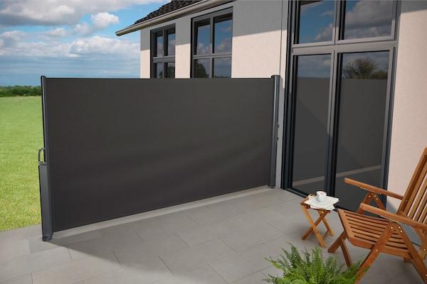 graue Seitenmarkise für die Terrasse