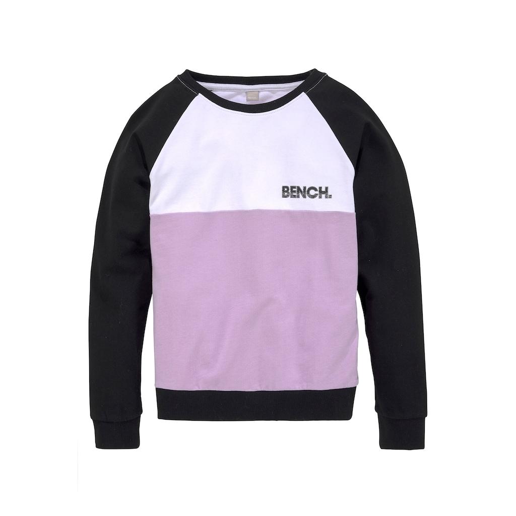 Bench. Sweatshirt, in legerer Boyfriendform
