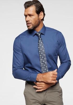 Blaues Businesshemd mit Krawatte