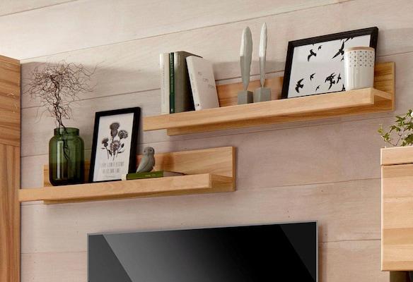 Klassisches Wandboard aus Holz