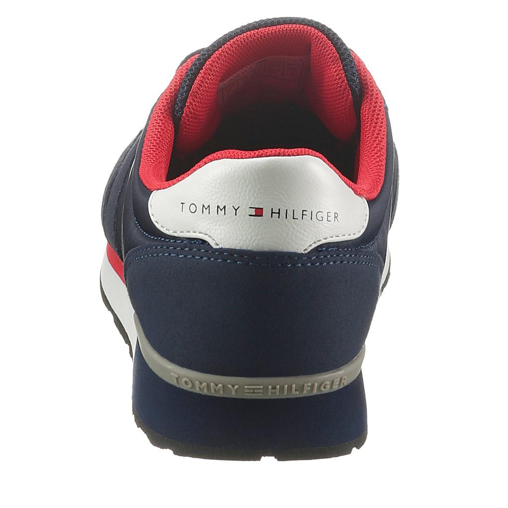 TOMMY HILFIGER Sneaker, mit Logoschriftzug an der Laufsohle